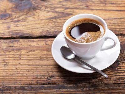Kubek, filiżanka, a może szklanka ? w czym pić kawę?