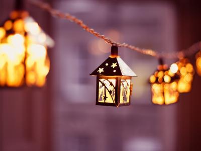 Lampiony, latarenki, świece ? nastrojowe oświetlenie na letnie wieczory