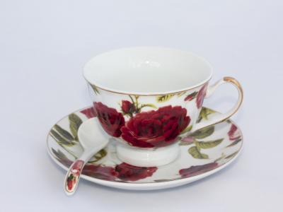 Metody zdobienia wyrobów porcelanowych